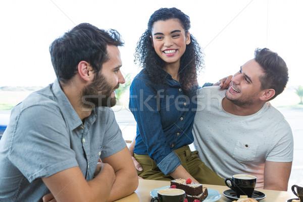 Vrienden ander coffeeshop glimlachend liefde man Stockfoto © wavebreak_media