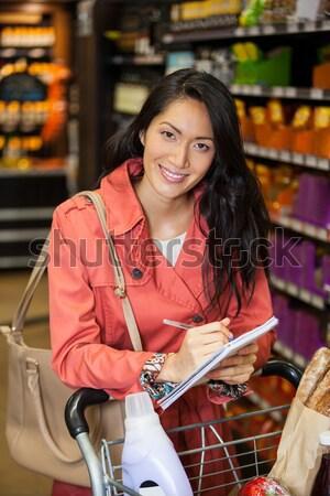 портрет женщины сотрудников вино бутылок шельфа Сток-фото © wavebreak_media