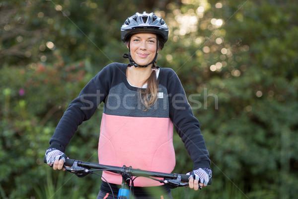 Feminino mountain bike retrato floresta Foto stock © wavebreak_media