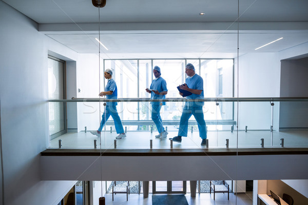 команда хирурги ходьбе коридор больницу интернет Сток-фото © wavebreak_media
