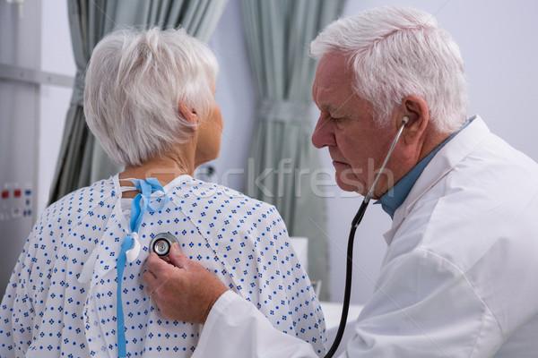 Orvos megvizsgál idős beteg sztetoszkóp kórház Stock fotó © wavebreak_media
