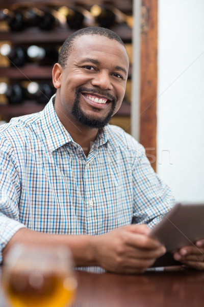 Jóképű férfi mosolyog digitális tabletta étterem háló Stock fotó © wavebreak_media
