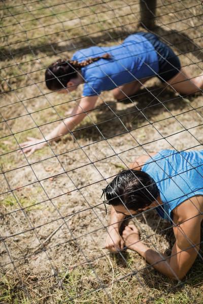 Fitt férfi nő kúszás net akadályfutás Stock fotó © wavebreak_media
