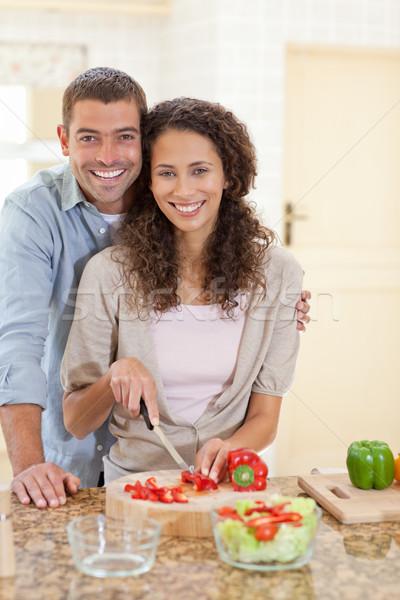 Homem bonito cozinhar namorada casa sorrir homem Foto stock © wavebreak_media
