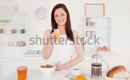 красивой женщины апельсиновый сок сидят кровать Сток-фото © wavebreak_media