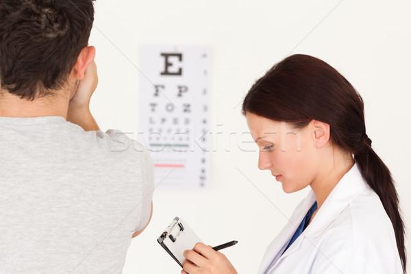 女性 眼鏡屋 患者 視力検査 笑顔 男 ストックフォト © wavebreak_media