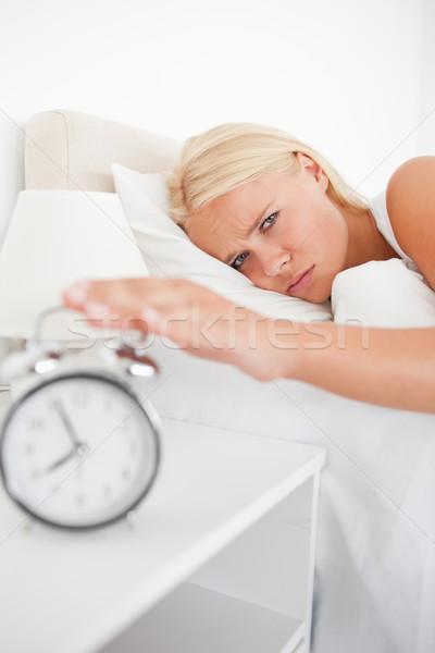 портрет устал женщину спальня рук кровать Сток-фото © wavebreak_media