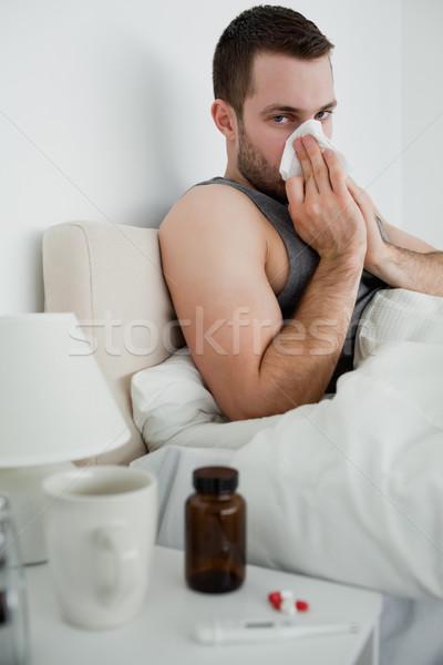 Portrait malade homme moucher chambre main Photo stock © wavebreak_media
