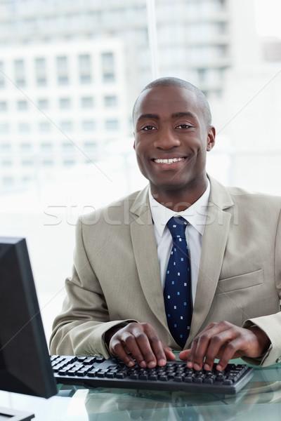 портрет служащий служба счастливым Сток-фото © wavebreak_media