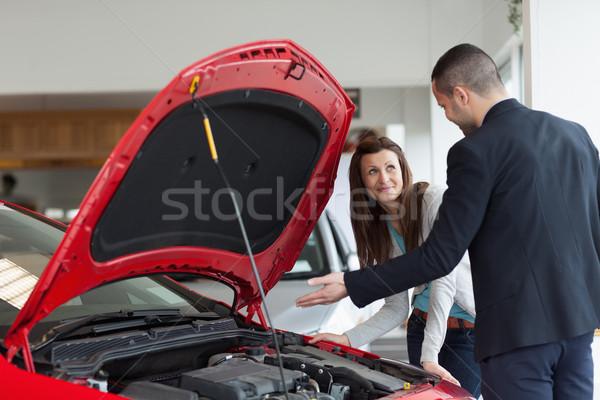 Homem carro motor garagem mulher Foto stock © wavebreak_media