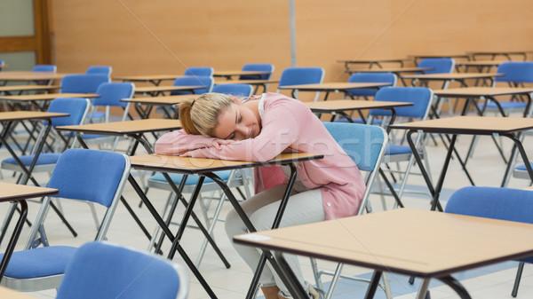 Kobieta biurko egzamin sali papieru Zdjęcia stock © wavebreak_media
