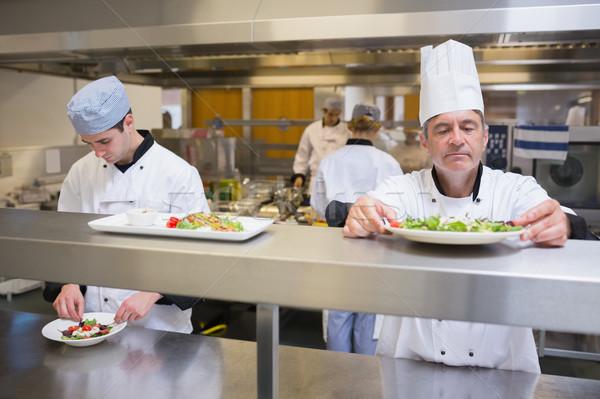 Cabeça chef salada serviço cozinha sorrir Foto stock © wavebreak_media