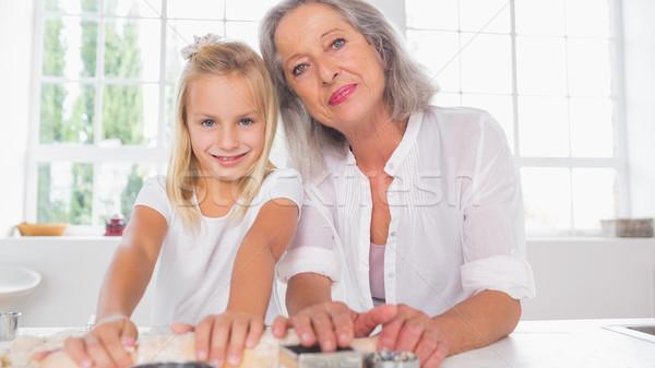 Gülen torun bisküvi büyükanne mutfak Stok fotoğraf © wavebreak_media