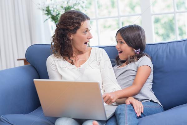 幸せ 母親 娘 座って ソファ ラップトップを使用して ストックフォト © wavebreak_media