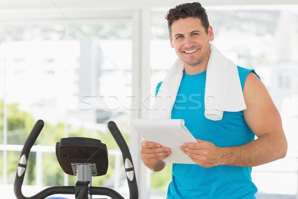 Sorridente treinador clipboard ginásio retrato em pé Foto stock © wavebreak_media