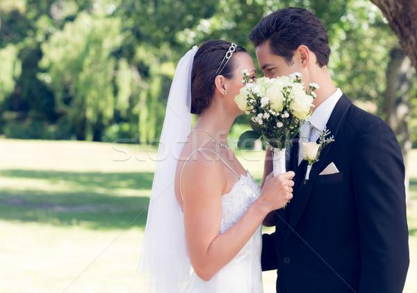 Pareja besar detrás ramo jardín vista lateral Foto stock © wavebreak_media
