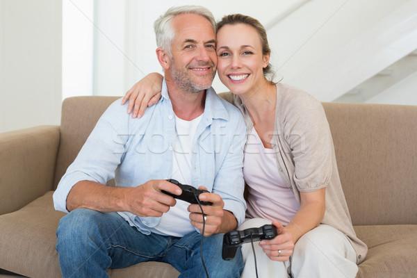 Gelukkig paar bank spelen video games Stockfoto © wavebreak_media
