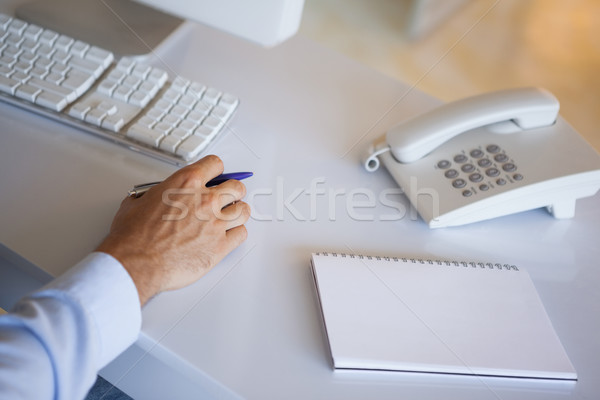Toevallig zakenman bureau notepad telefoon kantoor Stockfoto © wavebreak_media