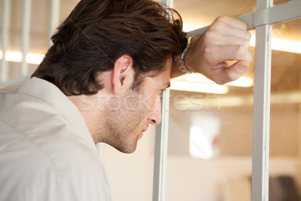 Casual preocupado empresário janela escritório Foto stock © wavebreak_media