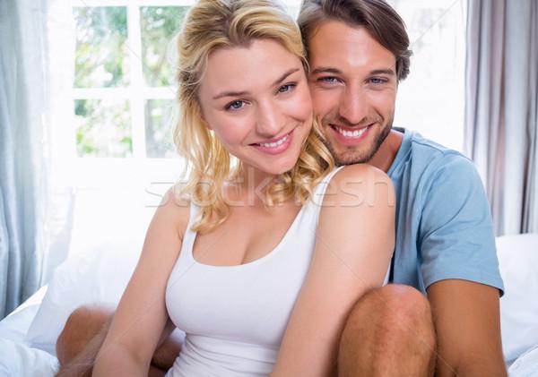 ストックフォト: かわいい · リラックス · ベッド · 笑みを浮かべて · カメラ