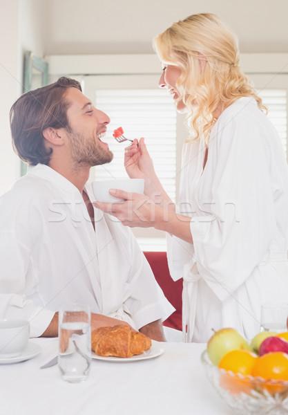 Casal café da manhã casa sala de estar feliz feminino Foto stock © wavebreak_media