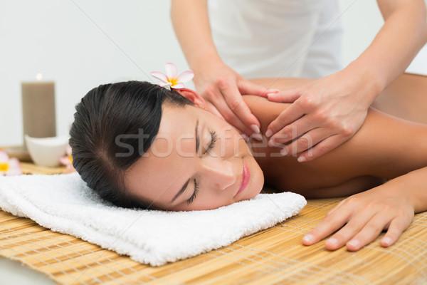 Paisible brunette épaule massage Photo stock © wavebreak_media