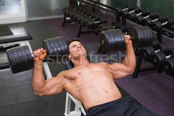 Izmos férfi testmozgás súlyzók tornaterem magasról fotózva Stock fotó © wavebreak_media