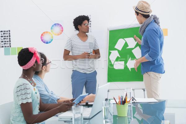 Jovem criador equipe reunião reciclagem escritório Foto stock © wavebreak_media