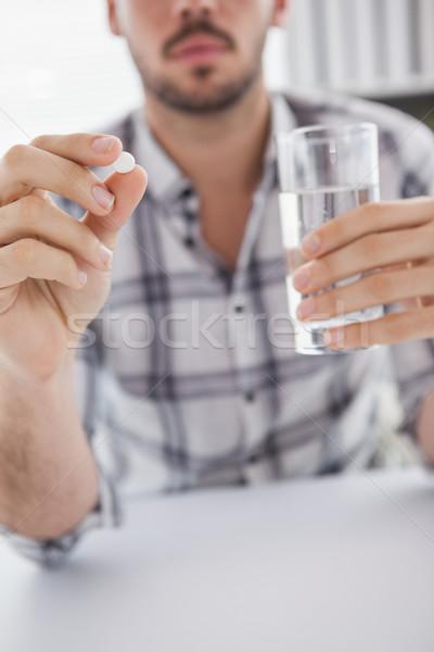 Przypadkowy biznesmen szkła wody tabletka Zdjęcia stock © wavebreak_media