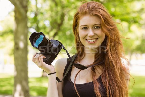Belo feminino fotógrafo parque retrato feliz Foto stock © wavebreak_media