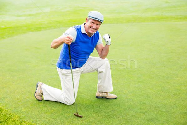 Mosolyog golfozó térdel zöld napos idő golfpálya Stock fotó © wavebreak_media