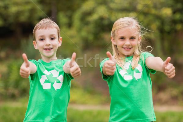 Szczęśliwy rodzeństwo zielone charakter Zdjęcia stock © wavebreak_media
