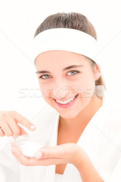 Gyönyörű mosolygó nő középső rész nő jelentkezik krém Stock fotó © wavebreak_media