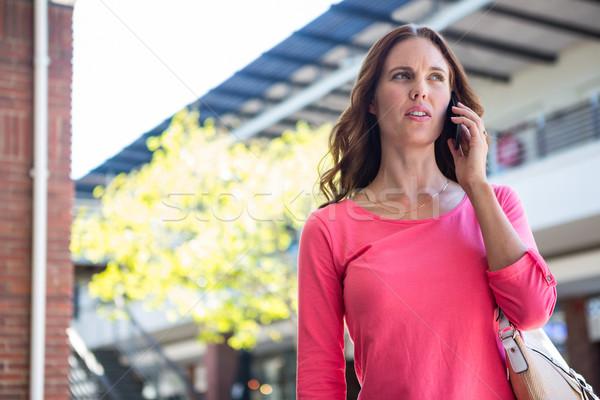 Jolie femme téléphone Mall Shopping Homme Photo stock © wavebreak_media