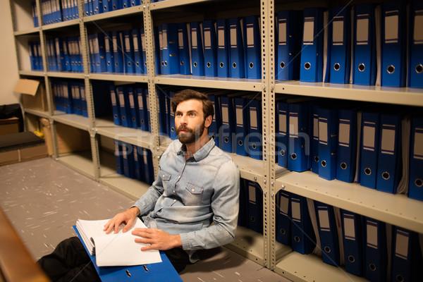 Geschäftsmann Datei Sitzung Stock Abstellraum Arbeitsplatz Stock foto © wavebreak_media