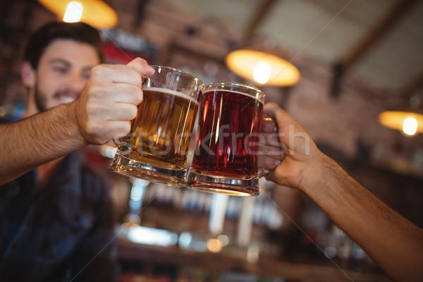 Zwei junge Männer Toasten Bier bar Alkohol Stock foto © wavebreak_media