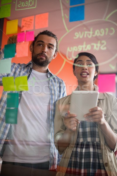 Masculino feminino discutir notas escritório Foto stock © wavebreak_media