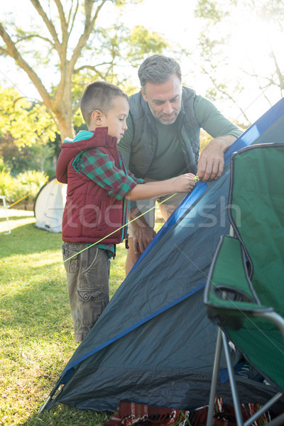 Baba oğul yukarı çadır adam Stok fotoğraf © wavebreak_media