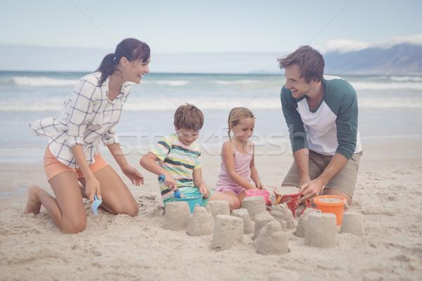 Boldog család készít homokvár tengerpart család szeretet Stock fotó © wavebreak_media