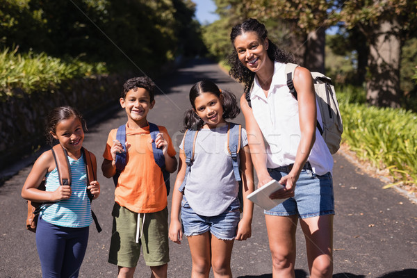 Portré boldog tanár diákok táblagép utca Stock fotó © wavebreak_media