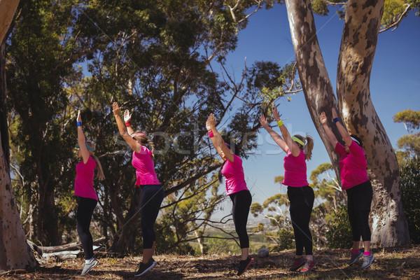 Groep vrouwen boot kamp Stockfoto © wavebreak_media