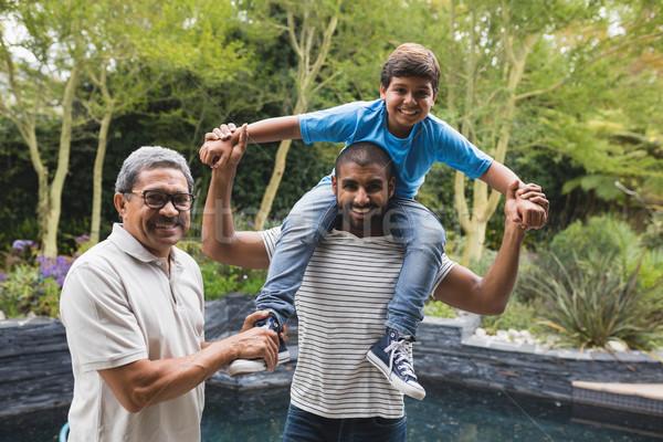 Portret szczęśliwy rodziny parku wraz Zdjęcia stock © wavebreak_media
