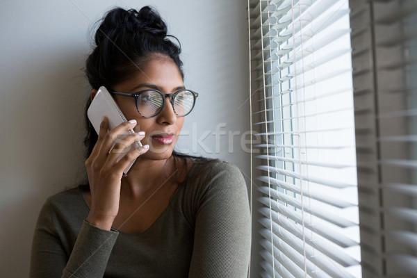 Mulher falante telefone janela mulher jovem casa Foto stock © wavebreak_media