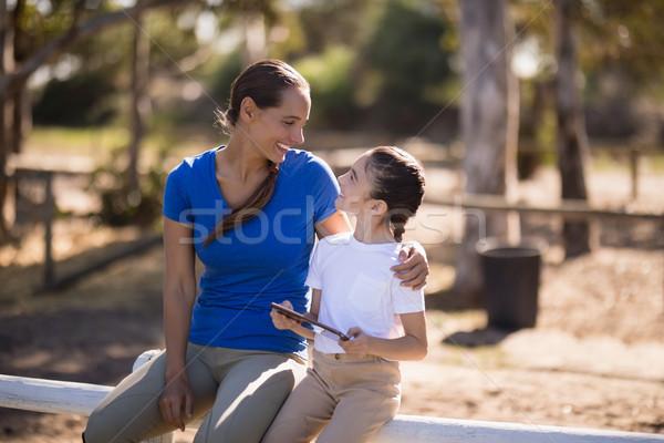 Mosolyog nővérek beszél ül korlát nő Stock fotó © wavebreak_media