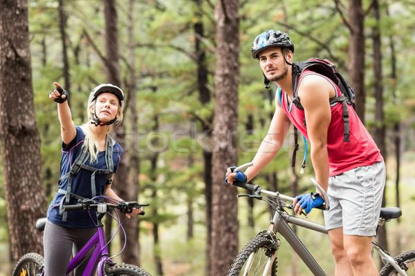 Młodych szczęśliwy para rowery charakter Zdjęcia stock © wavebreak_media