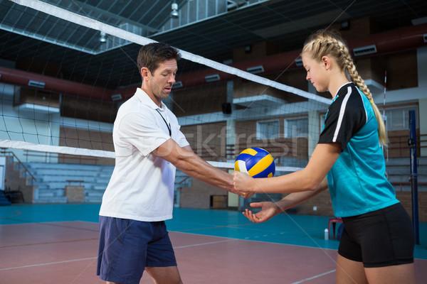 Homme coach volleyball joueur tribunal sourire Photo stock © wavebreak_media