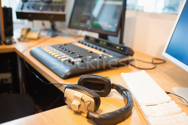 наушники столе радио студию компьютер Сток-фото © wavebreak_media