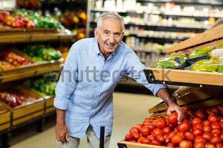 Glimlachend senior man ananas supermarkt Stockfoto © wavebreak_media