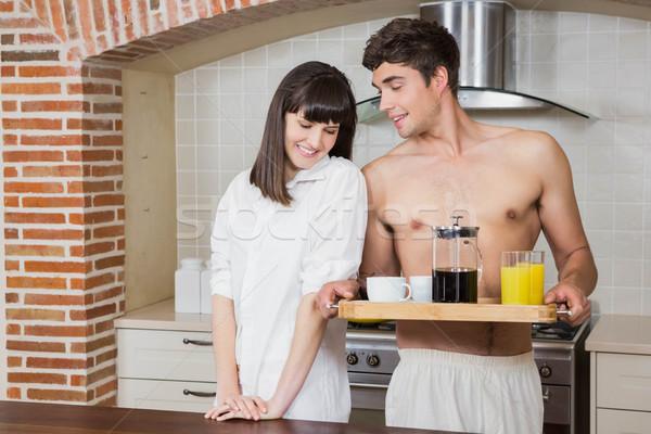 Fiatal pér reggeli tálca konyha ház boldog Stock fotó © wavebreak_media