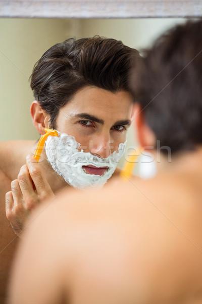 Férfi tükör szakáll fürdőszoba otthon életstílus Stock fotó © wavebreak_media